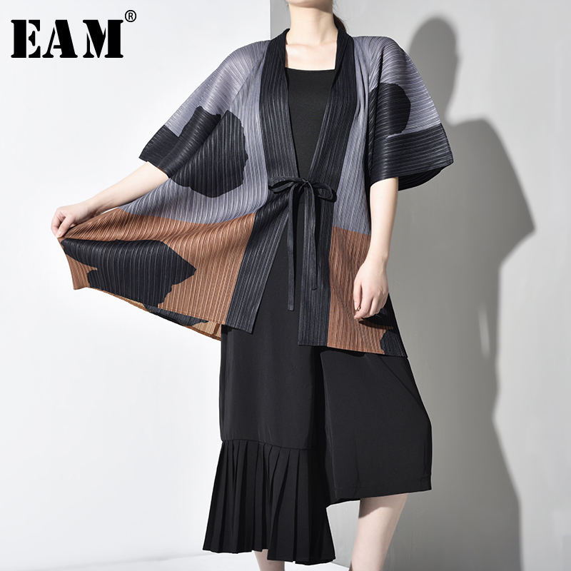 [EAM] 2019 New Autumn Winter V-clollar Long Sleeve Pattern Printed Pleated Loose Big Size Windbreaker Women   Trench   Fashion TC239