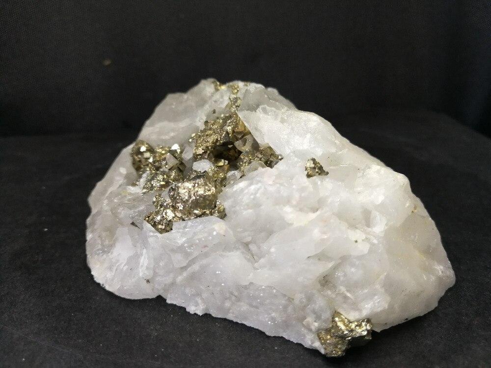 379.2 gnatural chalcopyrite e cristal de quartzo