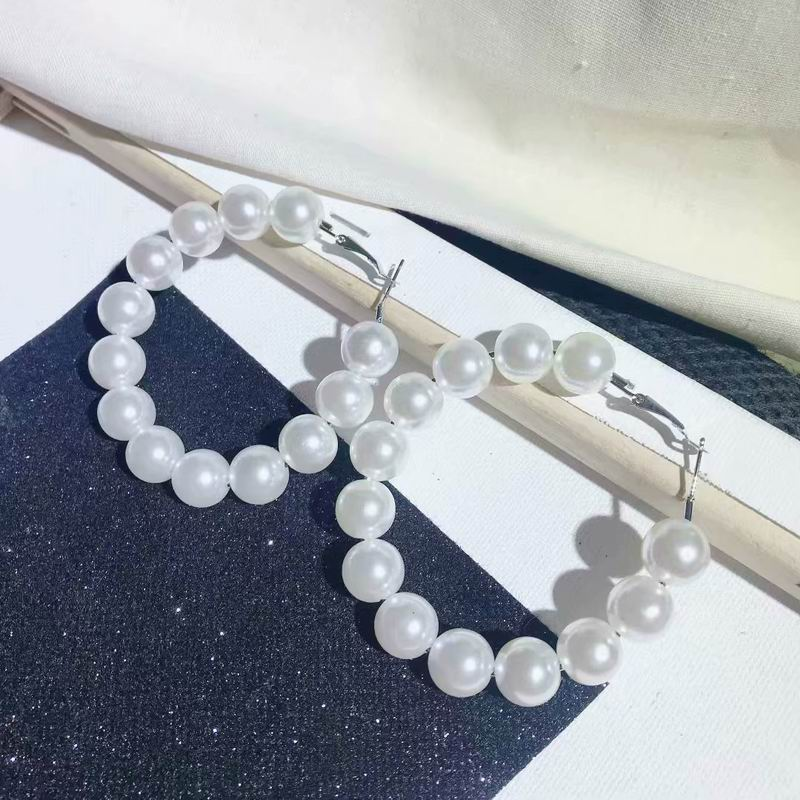 2019 New Big Simulated Pearl Hoop Earrings For Women Korean Style Chic Trendy Jewelry Statement Pendientes Party Accessories in Hoop Earrings from Jewelry Accessories