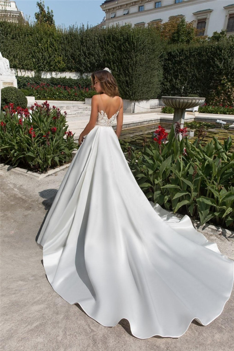 Sheer Scoop A-Line Wedding Dress Lace Appliques Satin Backless Garden Simple Bridal Gowns Sleeveless With Pocket Robe De Mariee