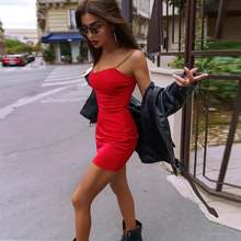 Женское облегающее платье на бретелях однотонное привлекательное