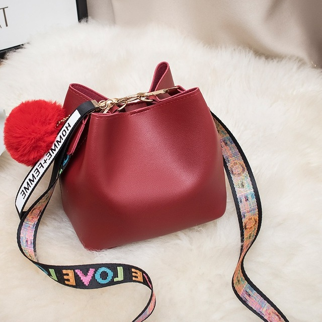 Large Capacity Bucket Bag WOMEN'S Bag 2020 New Style Fashion Mini Wide Strap Shoulder Bag Fur Ball Messager Bag Handbag 2