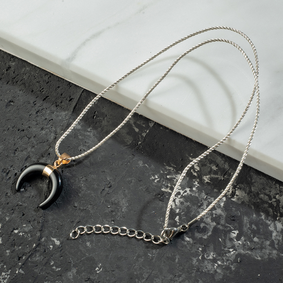 Charming Minimalist Made of Resin And Shaped Like New moon Lvory White 2019 New Fashion Pendant Necklaces For women Accesories