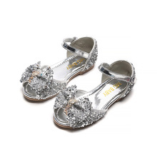 SKEHK Girls Open Toe Sandals 2020 New Style Low Heel Princess Shoes Children Crystal Shoes Little Girl Soft-Sole Party shoes цена 2017