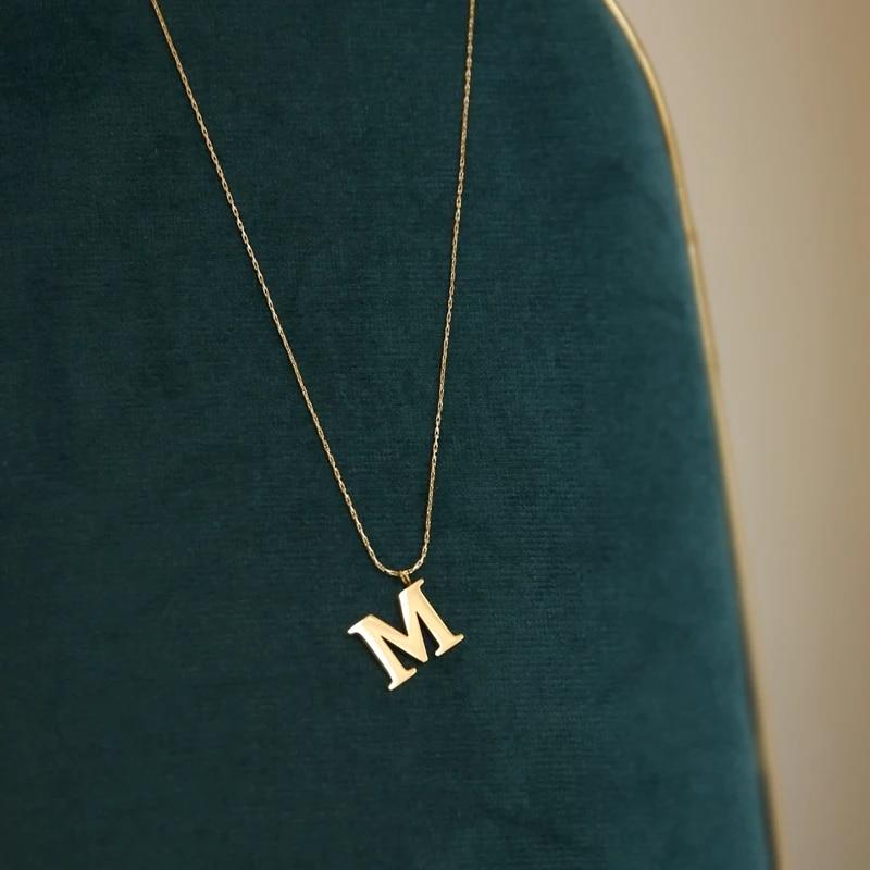 Ожерелье-чокер с буквенным кулоном «М», 18 К, 316 л