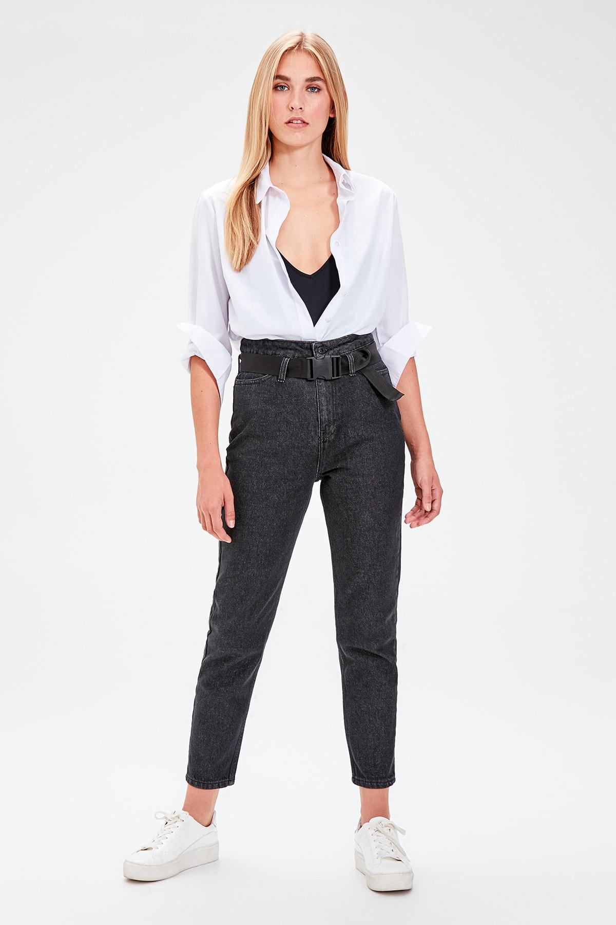 Trendyol Black Belt Detail High Bel Mom Jeans TWOAW20JE0097