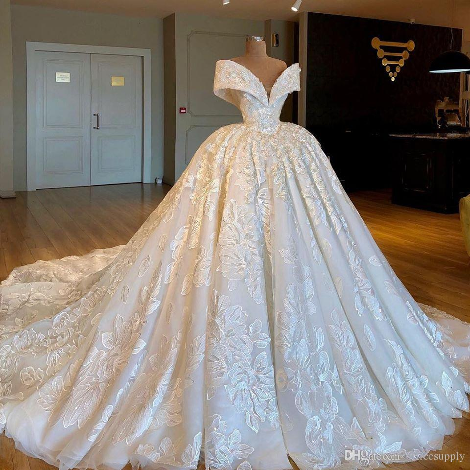 Luxury Ball Gown Wedding Dresses Off Shoulder Lace Appliques Sweep Train Custom Made Wedding Dress Country Bridal Gowns
