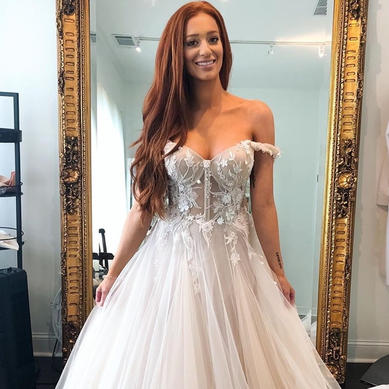 With A Shoulder Sweetheart Off Sleeve Appliques Gorgeous Lace 2021 Court Wedding Dress Line Brilliant  Tulle TrianWomen Brides