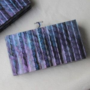 Image 2 - 新ブランドファッション財布女性アクリルかわいいハンドバッグブルーストライプ女性のイブニングバッグ高級ウェディングバッグヴィンテージボックス財布クラッチ