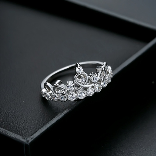 Luxurious Crown Ring 3