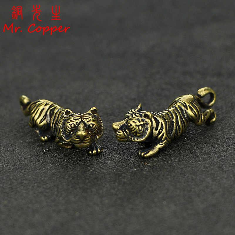 Tembaga Harimau Kecil Ornamen Retro Kuningan Cina Shio Patung Harimau Patung-patung Gantungan Kunci Liontin Antik Rumah Dekorasi Meja