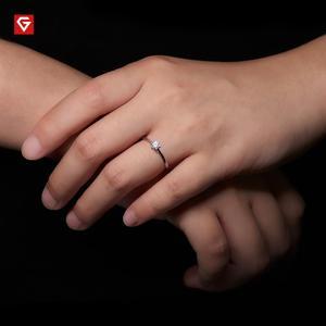 Image 2 - Gigajewe 0.3ct 4Mm Ronde Cut Ef VVS1 Moissanite 925 Zilveren Ring Diamanten Test Geslaagd Mode Vriendin Vrouwen Kerstcadeau