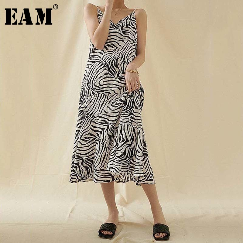 [EAM] Women Zebra Stripe Long Spaghetti Strap Dress New V-Neck Sleeveless Loose Fit Fashion Tide Spring Summer 2020 1U452