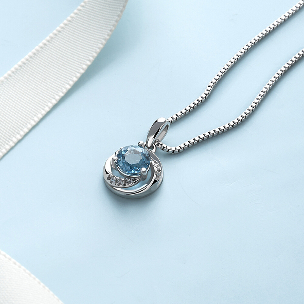 Fashion Pendant Necklace for Women Simple Round Hollow shape Clavicle Chain Ladies Sexy Jewelry Engagement Accesories in Pendant Necklaces from Jewelry Accessories