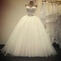 1PCS The New Wedding Dress Is Simple and Simple for The Bride To Trim Her Chest and Coat Her Skirt In Summer. Wedding Dress