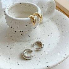 Минималистичные золотистые и Серебристые небольшие круглые серьги-каффы, металлические клипсы для ушей, серьги для женщин с буквой C, корей...