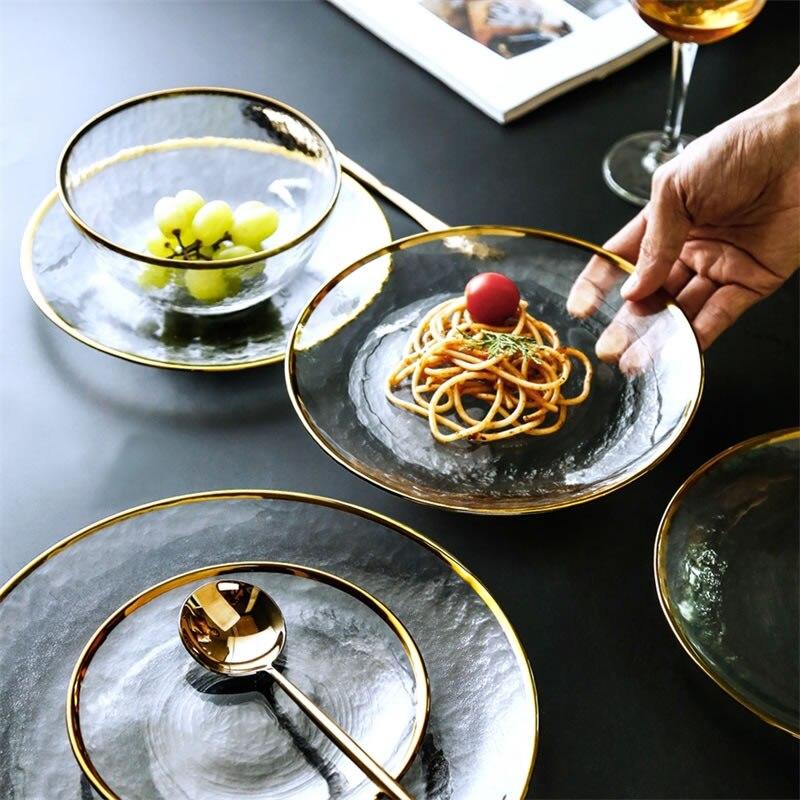 צלחות בגשה ואוכל עם שיבוץ זהב בקצוות 6