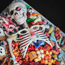 Esqueleto de plástico realista para Halloween, 40cm, calabaza, esqueleto, Terror, decoración para fiesta, adorno de utilería para el hogar