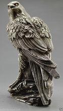 Coleccionable decorado um mano de Tíbet tallada en caja de árbol águila y plata artesanía estatua de metal.