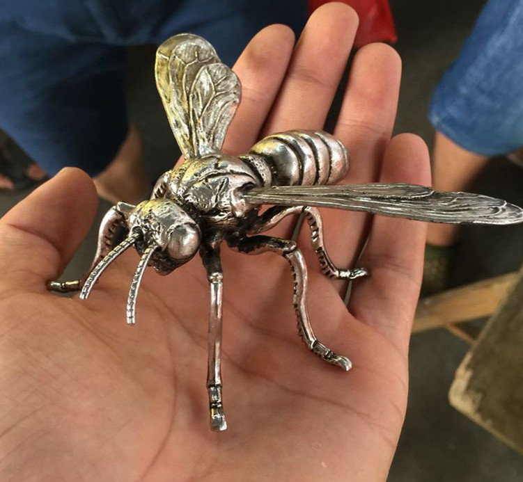 [MGT]China Delicate Hand sculpture Miao silver honeybee statue Bees