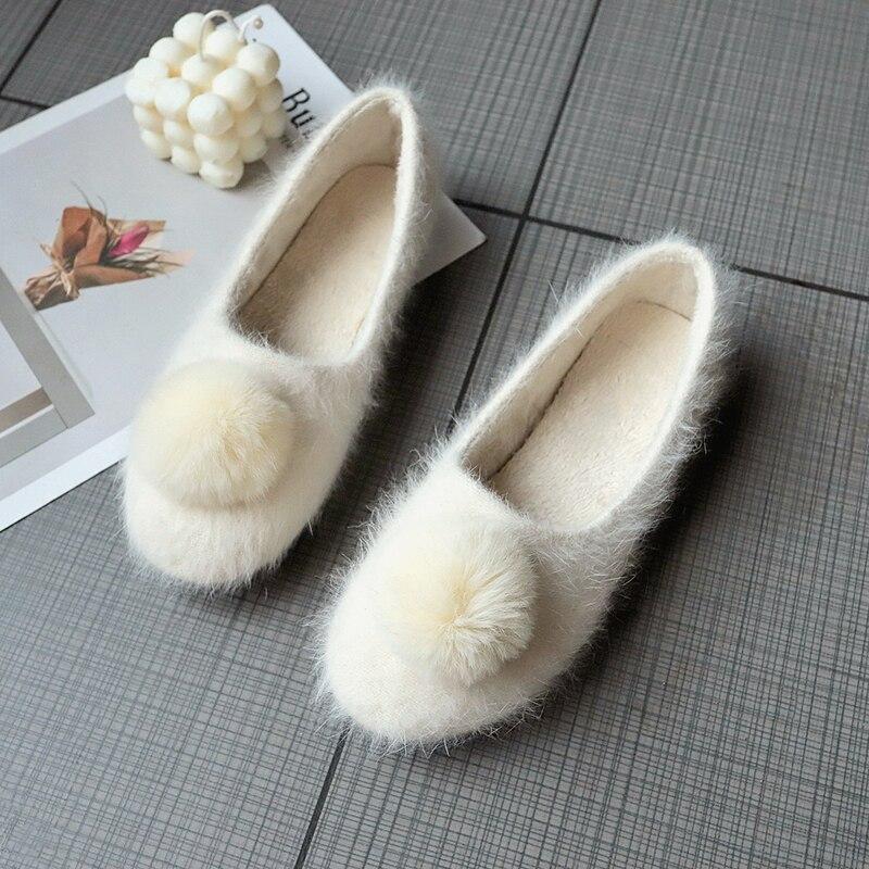 2019 Warm Plush Loafers Candy Color Slip on Comfortable Ladies Shoes Plus Size Fur Ball Flat Shoes Woman Flats Women Flats Shoes