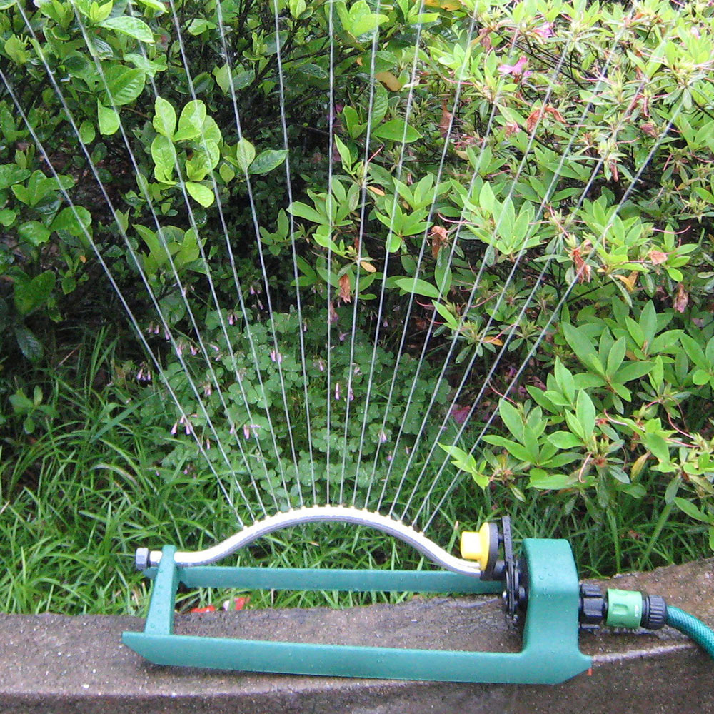 Oszillierende Sprinkler 15 Löcher Wasser Sprinkler Schaukel Automatische Dreh Sprayer Einstellbare Winkel Bewässerung Bewässerung Düse Garten