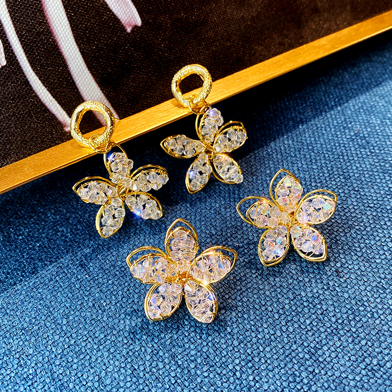 Korean new design fashion jewelry shiny luxury hand-woven crystal flower earrings gold alloy earrings for women gift