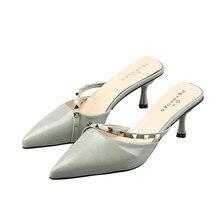 Sapatos femininos chinelos ao ar livre 2020 primavera nova rebite muller sapatos stiletto apontou saltos altos