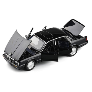 Image 2 - 1:32 maßstab Klassische Legierung Spielzeug Auto Metall Diecast Modell Sound Und Licht Pull Back Spielzeug Für Jungen Geburtstag Geschenke Jaguar XJ6 Kinder Spielzeug