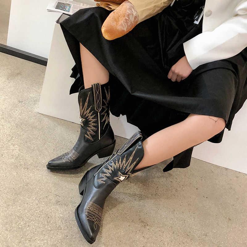Moda kabartma kadın yarım çizmeler sivri burun nakış kadın çizmeler Med topuklu Retro şövalye çizmeler kadın hakiki deri Botas