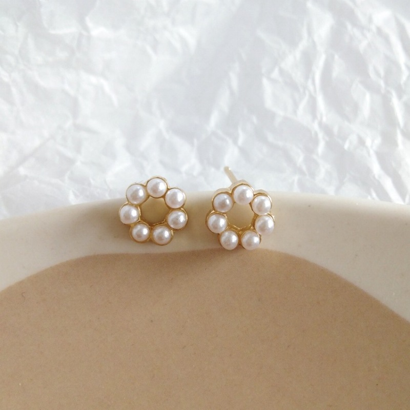 Korean Fashion Exquisite Small Imitation Pearl Circle Stud Earrings Temperament Sweet Girl Women's Accessories Jewelry