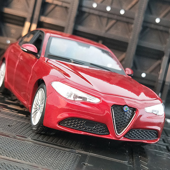 Bburago 1:24 Alfa Romeo Giulia simulation alloy car model Collect gifts toy