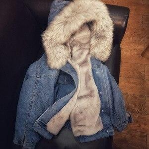 Image 3 - 女性ジーンズジャケット冬厚いジーンズジャケットフェイクファーの襟フリースフード付きデニムコート女性デニム Outwea