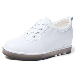 Image 2 - Gizlemek topuk hakiki deri ayakkabı kadın moda ayakkabı yeni dantel Up yüksekliği artan rahat ayakkabılar beyaz ayakkabı XU161