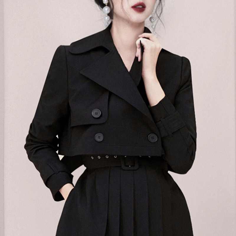 Moda ofis siyah iki parçalı Set kadın İngiltere tasarım çentikli çift göğüslü kısa ceket dış giyim + kuşaklı Mini pilili etek seti