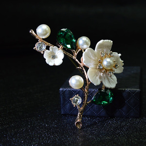 CINDY XIANG Shell And Pearl Flower Brooches For Women Elegant Fashion Pin Red Crystal Brooch Wedding Jewelry High Quality