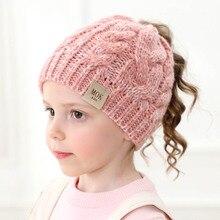 Зимняя Шапка-бини для девочек с буквенным принтом, вязаная детская осенне-зимняя теплая шапка для девочек, милые зимние шапки-бини с хвостиком для детей от 1 до 8 лет