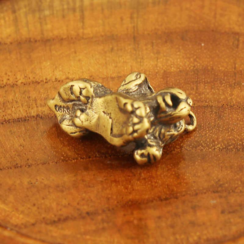 Vintage Tembaga Lucu Berlutut Puggy Gantungan Kunci Cincin Liontin Pug Ornamen Mobil Gantungan Kunci Perhiasan Logam Kuningan Anjing Teman Gantungan Kunci