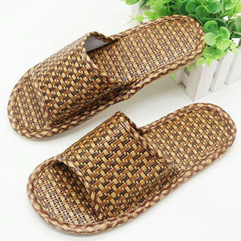 Straw Woven Bamboo Rattan Men Slippers Summer Indoor and Outdoor Home Cool and Comfortable Men Sandals Shoes цена 2017