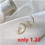 AOMU-2019-New-Korean-Simple-Design-Twisted-Pearl-Earring-Geometric-Irregular-Stud-Earrings-for-Women-Girls_副本