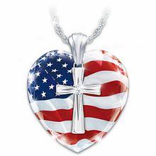 Материал с принтом в виде крестов и надписью «love» для женщин