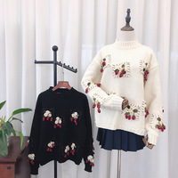 2019 Autumn And Winter New Style Handmade Stereo Strawberry Crew Neck Pullover Wool Sweater Black And White with Pattern White W