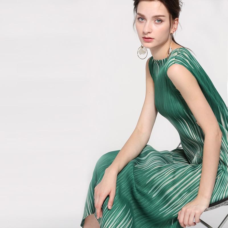 2019 Summer New Dress European Pocket Round Neck Short-sleeved Dress High Waist Striped Dress High-class Dress Miyake Folds 2112