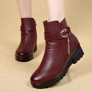 Image 2 - Gktinoo Mùa Đông Giày Giày Bốt Nữ Da Thật Chính Hãng Da Nêm Gót Chống Trơn Trượt Giày Bốt Nữ Size Lớn Mẹ Ấm Khởi Động famale Ủng