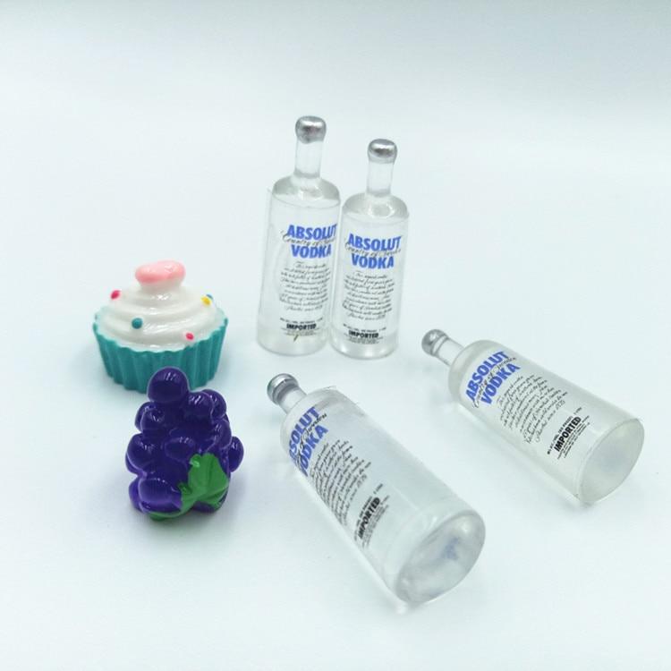 2Pcs/set 1/12 Dollhouse Miniature Accessories Mini Resin Vodka Bottle Wine Bottle Model Toys For Doll House Decoration