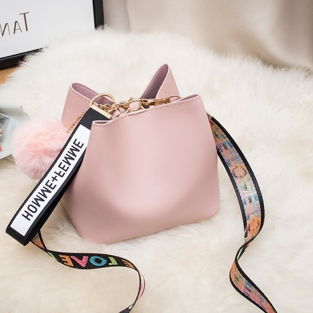 Large Capacity Bucket Bag WOMEN'S Bag 2020 New Style Fashion Mini Wide Strap Shoulder Bag Fur Ball Messager Bag Handbag 1
