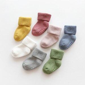 Носки для новорожденных махровые нескользящие носки для малышей, зимние теплые толстые носки для маленьких девочек и мальчиков однотонная ...