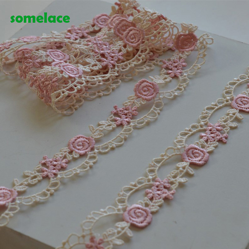 5Yds/Lot 2.5Cm genişliğinde beyaz pembe karışık içi boş tarzı çiçek Venise dantel Trim tasarım düğün gelin için, konfeksiyon dekorasyon