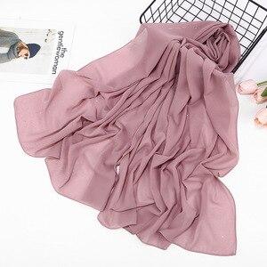 Image 4 - 2020 düz renk ilkbahar yaz Glitter şifon eşarp kadınlar için pırıltılı şal müslüman kafa saç başörtüsü eşarp Bufanda Mujer