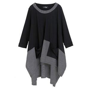 Image 5 - [EAM] 2020 New Spring Round Neck Long Sleeve Black Gray Irregular Plaid Hem Split Joint Big Size T shirt Women Fashion Tide JE68